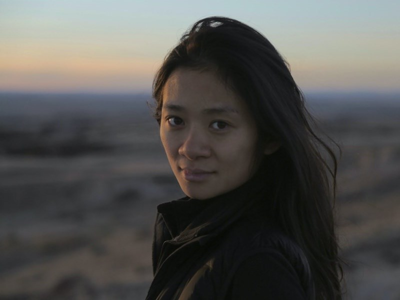 38歲華人導演趙婷以「游牧人生」奪下金球獎最佳導演,她6日表示將把自己在中國的童年故事搬上大銀幕。(圖取自twitter.com/nomadlandfilm)
