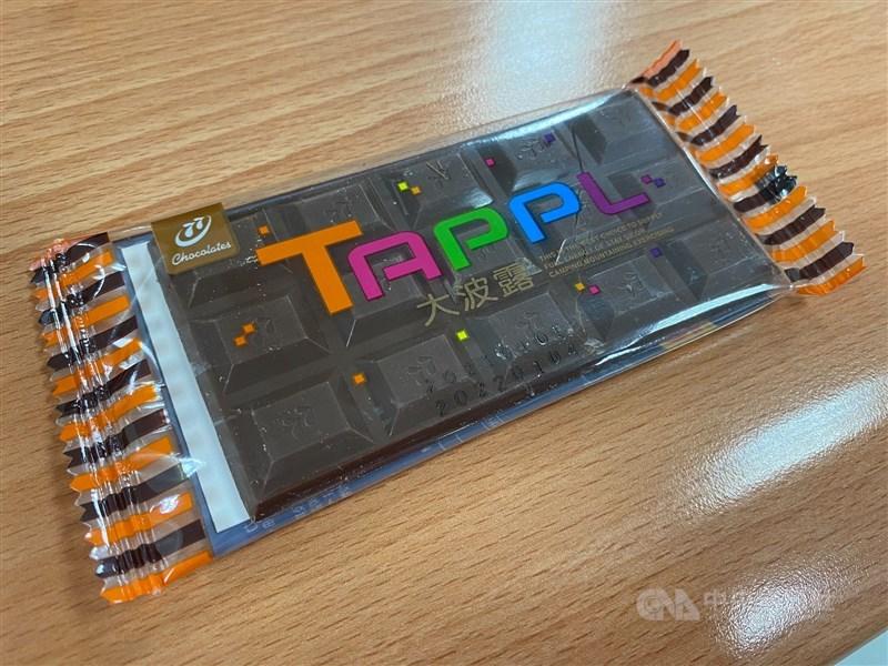 「巧克力」正名新制明年上路,宏亞食品表示,旗下大波露巧克力將配合新規定修改名稱,初步規劃會以「大波露可可風味糖」新包裝重新上市。(中央社)