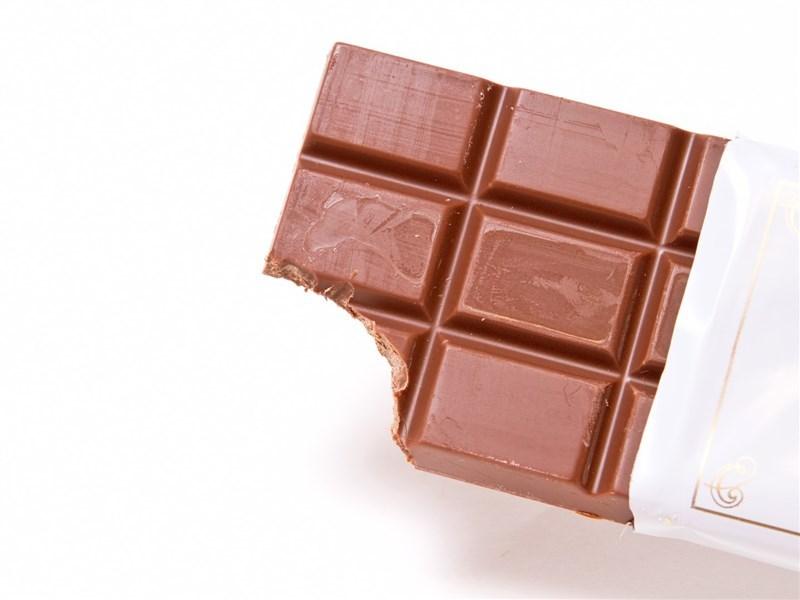 食藥署2日宣布,明年元旦起所有巧克力產品的植物油含量不得超過總重5%,否則不可以「巧克力」作為品名。(圖取自PAKUTASO圖庫)