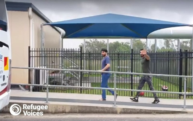 澳洲當局為遏阻人們入境澳洲尋求庇護,制定出拘留政策。維權人士1日表示,澳洲當局已釋放60多名因這項政策而被拘留多年的難民。圖為被釋放的部分難民。(圖取自facebook.com/refugeevoicesau)