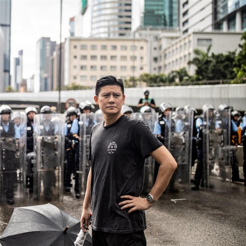 香港西九龍裁判法院持續審理47名泛民主派人士的保釋申請,譚文豪(前)等4名被起訴的公民黨成員3日突然宣布退黨。(圖取自facebook.com/jeremytammanho)