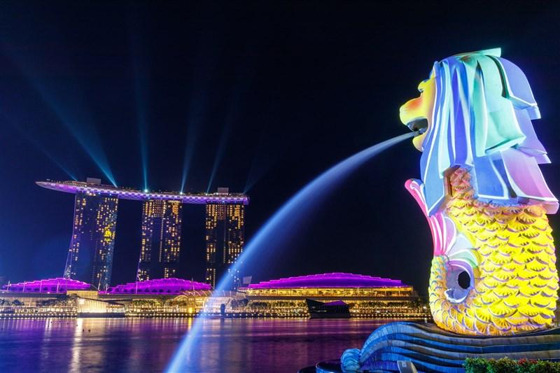 新加坡是多種族的城市國家,當地特殊腔調的英文與用法,常被西方母語人士調侃。圖為新加坡魚尾獅公園。(圖取自Unsplash圖庫)