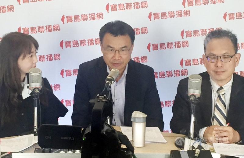 農委會主委陳吉仲(中)4日接受廣播專訪時表示,因應中國3月起暫停輸入台灣鳳梨,截至3日,日本預購台灣鳳梨累計5000公噸,可以走到日本市場,就絕對可以走到全球市場。中央社記者楊淑閔攝  110年3月4日