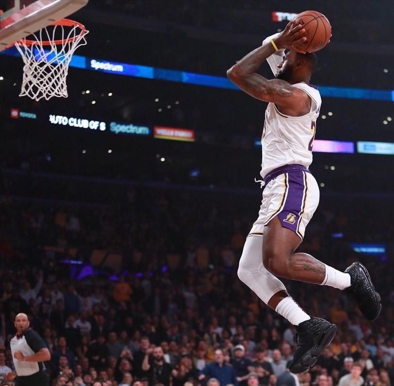 NBA明星賽陣容4日由詹姆斯(右)、杜蘭特以選秀方式確定東、西區兩隊「狀元」。(圖取自instagram.com/kingjames)