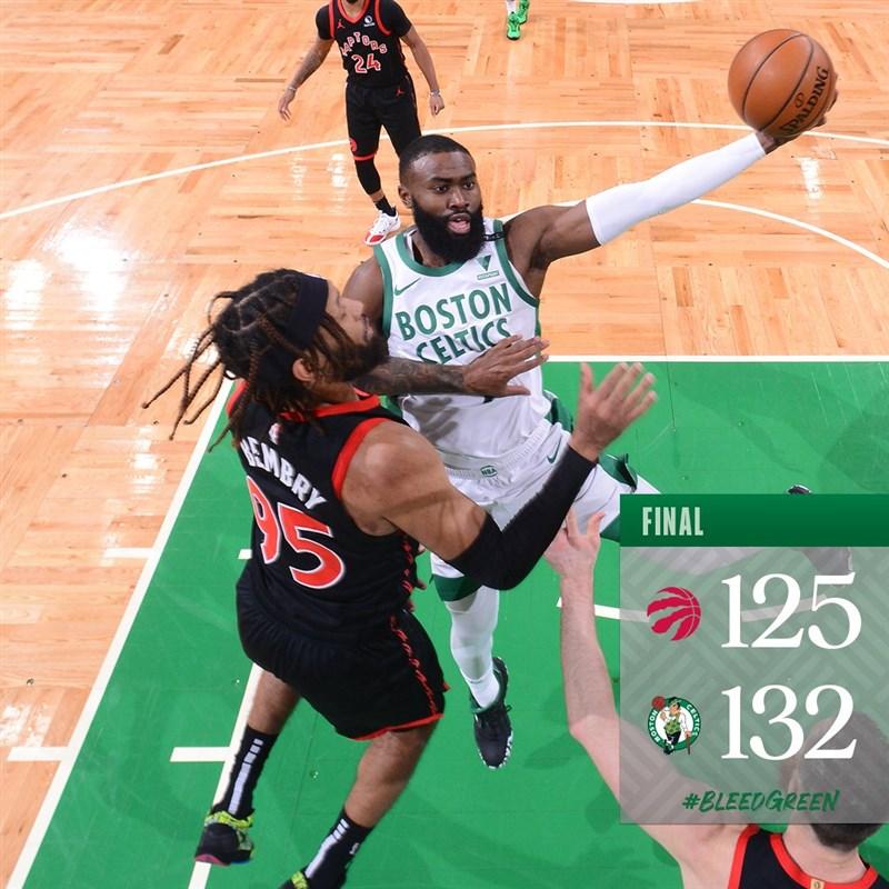 美國職籃NBA波士頓塞爾蒂克4日以132比125擊退人手短缺的多倫多暴龍。(圖取自twitter.com/celtics)