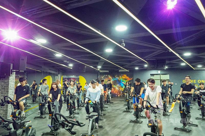世新大學比照業界健身房規格,打造全新飛輪教室,可容納50人一同運動。(世新大學提供)中央社記者陳至中台北傳真 110年3月5日