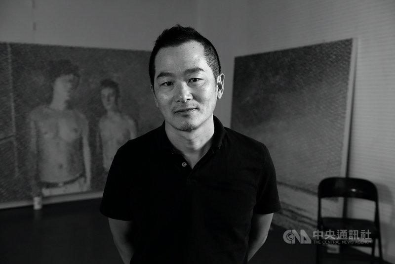 藝術家鄭君殿6日起將在台北推出個人展覽「時間的玫瑰」,他擅長以日常生活中所見為創作題材,透過特殊繪畫技法,展現超現實的概念。(TAO ART提供)中央社 110年3月5日