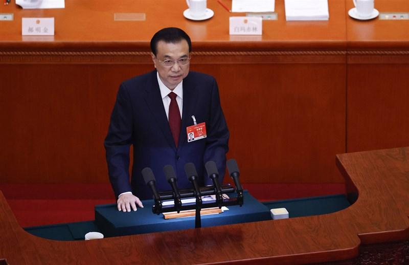 第13全國人民代表大會第4次會議5日在北京人民大會堂開幕。中國國務院總理李克強代表國務院向大會作政府工作報告,報告全文1萬餘字,光「穩」字就出現了64次。(中新社)中央社 110年3月5日
