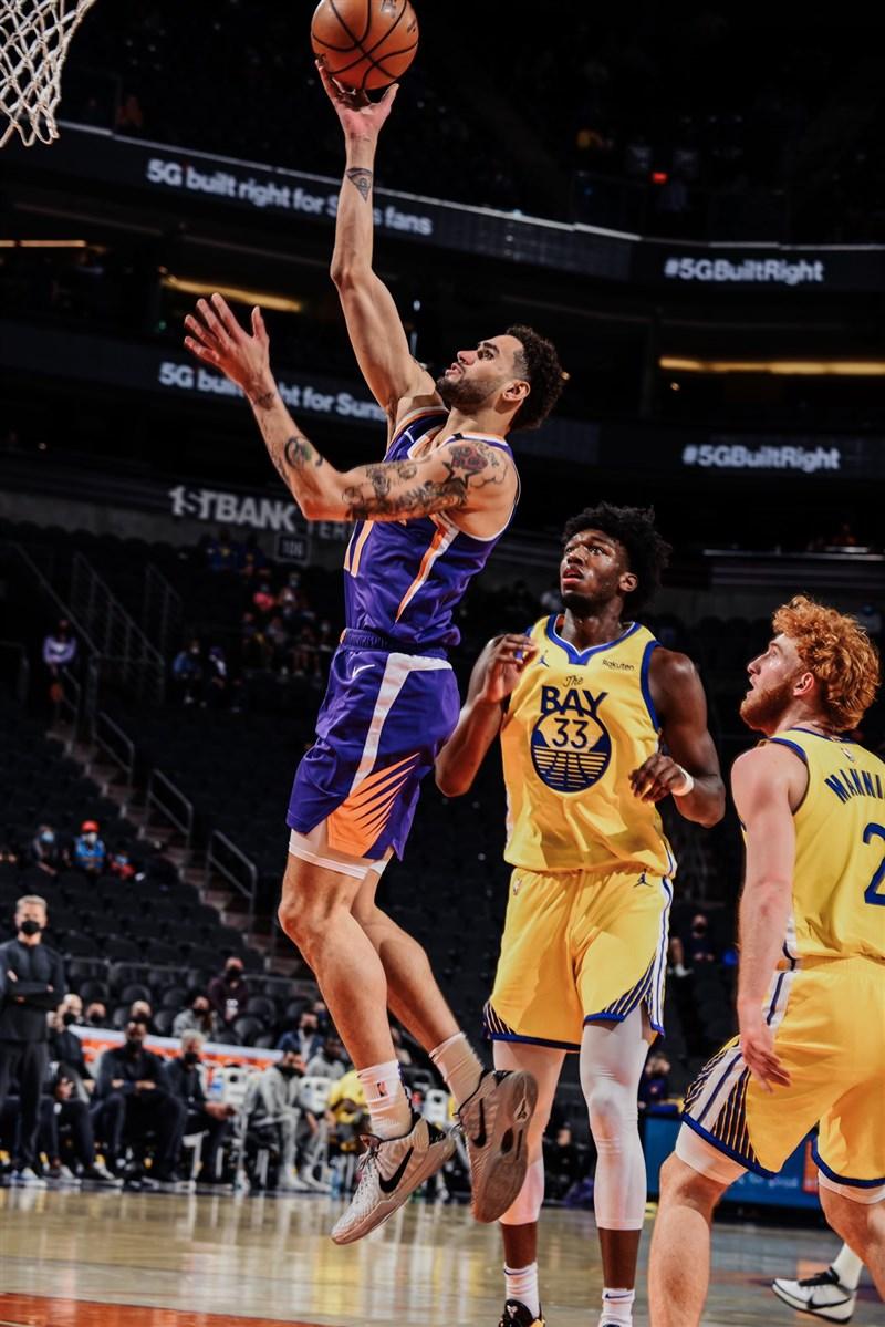 美國職籃NBA鳳凰城太陽迎戰踢館的金州勇士,最後太陽以120比98大勝。(圖取自twitter.com/Suns)