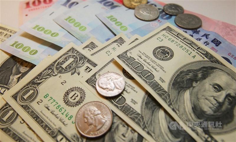 央行公布2月外匯存底金額為5433.26億美元,相較於前幾個月平靜。(中央社檔案照片)
