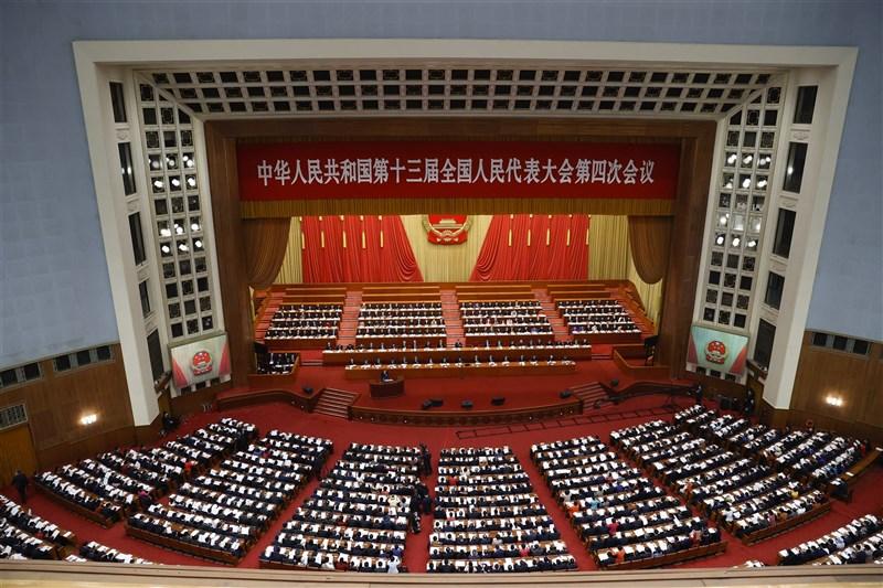 中國13屆全國人民代表大會4次會議5日上午在北京人民大會堂開幕,國務院總理李克強在政府工作報告時重申一中原則、九二共識,並要推進和平統一、遏制台獨。(中新社)