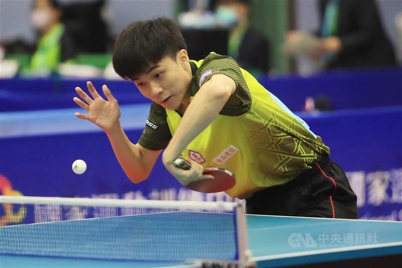WTT世界桌球職業大聯盟卡達站男單8強,林昀儒最終以3比1擊敗奈及利亞選手,晉級4強。圖為林昀儒2020年出席模擬東京奧運對抗賽。(中央社檔案照片)