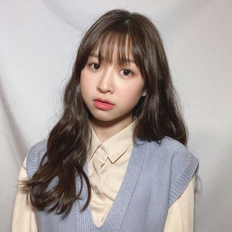 選秀節目出身的21歲歌手莊凌芸5日返回母校時墜樓身亡。(圖取自instagram.com/ling__10.9)