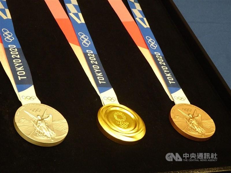 東京奧運暨帕運組織委員會主席橋本聖子5日否認東奧將取消或再度延期,但仍不排除閉門競賽的形式。圖為奧運及帕運獎牌。(中央社檔案照片)