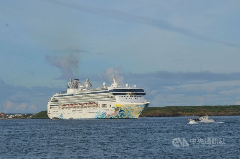 探索夢號郵輪的跳島遊程7日從基隆出港,搭載千名遊客,8日將抵澎湖馬公旅遊。中央社  110年3月7日