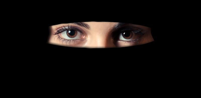 瑞士7日以些微差距通過禁止在公眾場所蒙面的公投案,支持者認為是對抗激進伊斯蘭的保障,但反對者痛批這根本是歧視穆斯林。(示意圖/圖取自Pixabay圖庫)