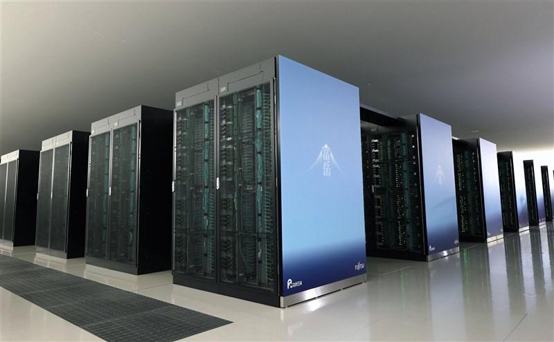 日本理化學研究所與富士通開發的新型超級電腦「富岳」正式啟用,將運用於氣象、AI、能源問題等各種領域。(共同社)