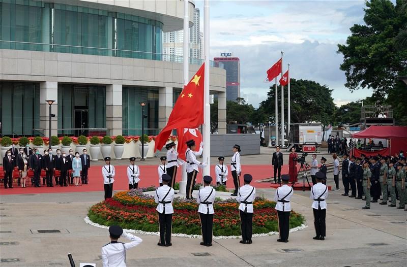 中國全國人民代表大會11日將決定,授權人大常委會出手修改香港選舉制度。圖為去年7月1日香港慶祝回歸祖國23週年。(中新社)