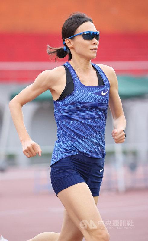 110年新北市全國青年盃田徑公開賽女子1萬公尺決賽9日登場,台灣女子長跑好手謝千鶴以33分39秒90成績打破全國,也讓她成為台灣女子3000、5000、1萬公尺與半程馬拉松4項全國紀錄保持者。(中華田徑協會提供)中央社記者龍柏安傳真 110年3月9日
