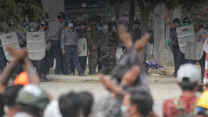 國際特赦組織指控緬甸軍方對抗議民眾使用致命武力,並表示許多被紀錄的示威者死亡形同法外處決。(圖取自Amnesty International YouTube頻道網頁youtube.com)