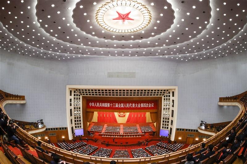 中國13屆全國人大代表4次會議11日下午舉行閉幕式,「全國人民代表大會關於完善香港特別行政區選舉制度的決定草案」以2895票贊成通過。(中新社)