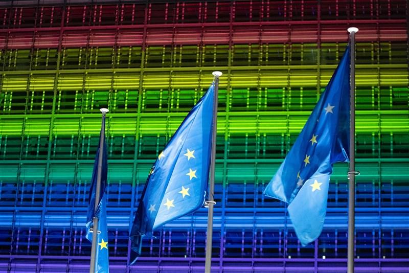 歐洲議會11日宣布歐盟為「LGBTIQ自由區」。(圖取自twitter.com/vonderleyen)
