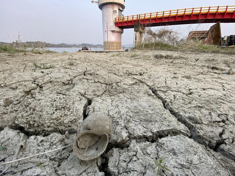 近來受到旱象的影響,高雄地區供水吃緊,除了高屏溪取水之外,伏流水及阿公店等水庫供水,尚能支應。根據蓄水資料顯示,目前阿公店水庫有約700萬噸蓄水量,有效容量逾45%。中央社記者董俊志攝 110年3月14日