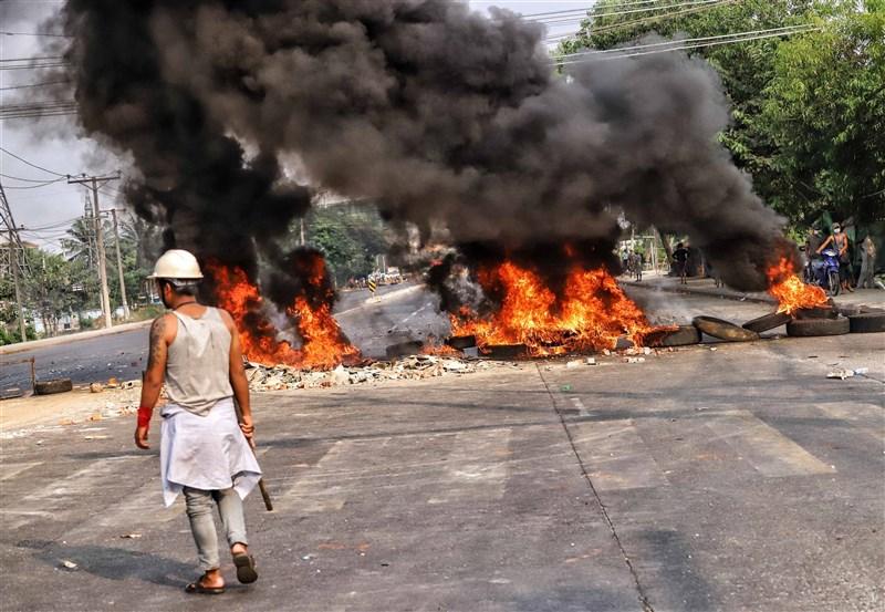 緬甸援助政治犯協會指出,安全部隊14日在仰光的萊達雅區殺害至少22名反軍事政變的示威者,加上其他地區至少共有39人喪命。圖為14日萊達雅區示威現場。(安納杜魯新聞社)