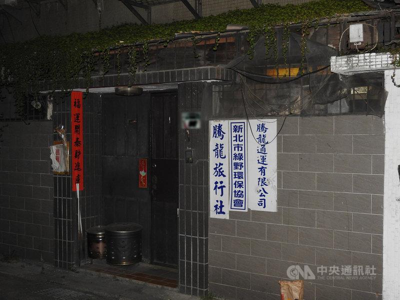 台9線蘇花公路16日下午發生遊覽車撞上山壁造成嚴重傷亡事故,遊覽車所屬的騰龍通運公司人員對媒體表示,出事的遊覽車是新車,陳姓負責人得知消息後已趕往現場處理善後。中央社記者王鴻國攝  110年3月16日