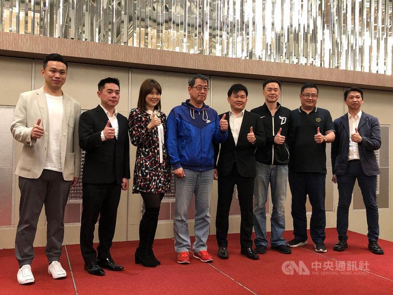 台灣三對三籃球聯盟(T3BA)預計5月底開打,聯盟顧問劉孟竹(左2)17日表示,預計將有12隊參加,後續台灣職業籃球聯盟P. LEAGUE+、SBL球隊將陸續加盟。中央社記者黃巧雯攝  110年3月17日