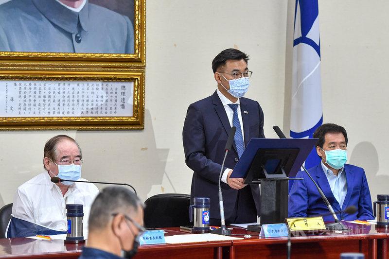 國民黨主席江啟臣(右2)17日在中常會表示,國民黨身為曾經的決策者,以及目前的在野政黨,會尊重8月28日公民的意志,交由人民決定核四的去留。中央社記者鄭清元攝  110年3月17日