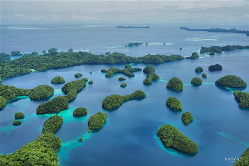 中央流行疫情指揮中心17日在記者會上宣布台灣與帛琉的旅遊泡泡拍板成行。 (圖取自facebook.com/officialpva)