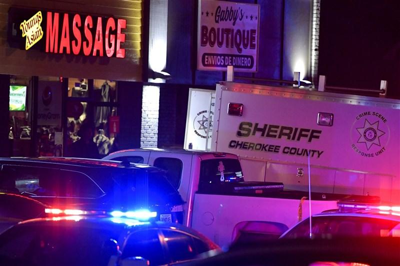 美國喬治亞州阿克沃斯市附近的「楊記亞洲按摩館」(圖)等3家按摩水療館16日接連發生槍擊案,造成8人喪命,據信有6人是亞裔女性,亞裔族群擔心可能被仇恨犯罪刻意鎖定。(美聯社)
