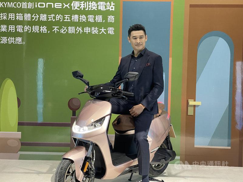 KYMCO發表4款125cc等級電動機車,價格從新台幣6萬2800元起跳,董事長柯勝峰18日表示,明年底前完成全台最密集4000座換電站。中央社記者韓婷婷台北攝  110年3月18日