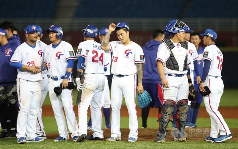 東京奧林匹克運動會棒球6搶1資格賽6月16日在台灣登場,外隊居家檢疫天數確定從14天減到7天。圖為2019年世界12強棒球錦標賽熱身賽。(中央社檔案照片)