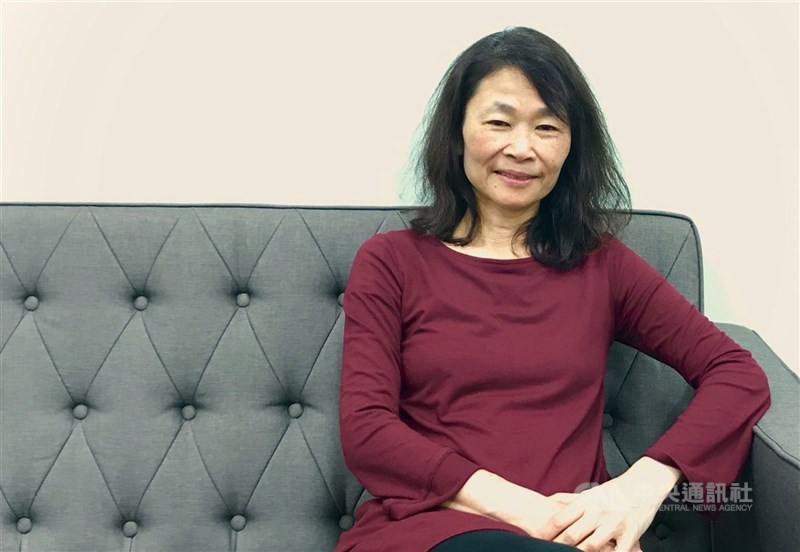 香港兩家報紙19日同時點名香港科技大學教授李靜君(圖)不適任,因她前年11月來台灣演講,自承參與「反送中」活動。(中央社檔案照片)