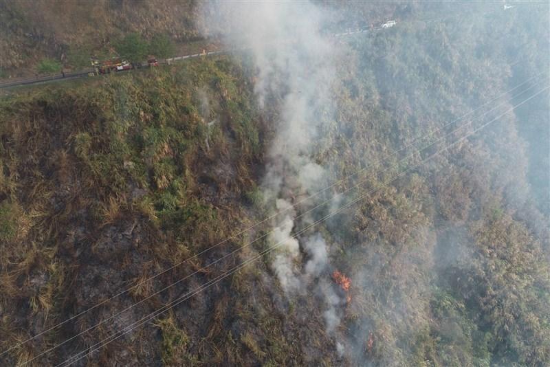 嘉義林管處大埔事業區林班18日下午發生森林火災延燒超過30小時,20日已控制火勢。(圖取自嘉義林區管理處網頁chiayi.forest.gov.tw)