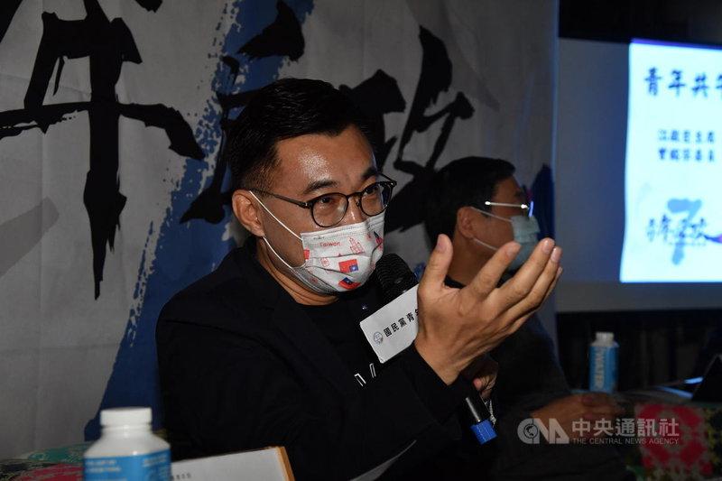 國民黨主席江啟臣(前)20日下午在台北出席「青年住好願景營-青年共午」活動,探討新世代所關注的居住議題,與青年世代交流。中央社記者王飛華攝 110年3月20日