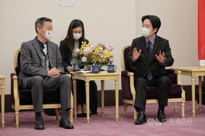 副總統賴清德(右)22日接見歐洲在台商務協會理事長張瀚書。(總統府提供)中央社記者葉素萍傳真 110年3月22日