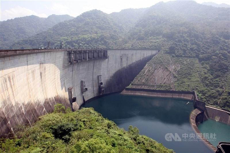 北水處表示,依翡翠水庫水量估計,再支援外縣市水情4個月都沒問題。圖為翡翠水庫。(中央社檔案照片)