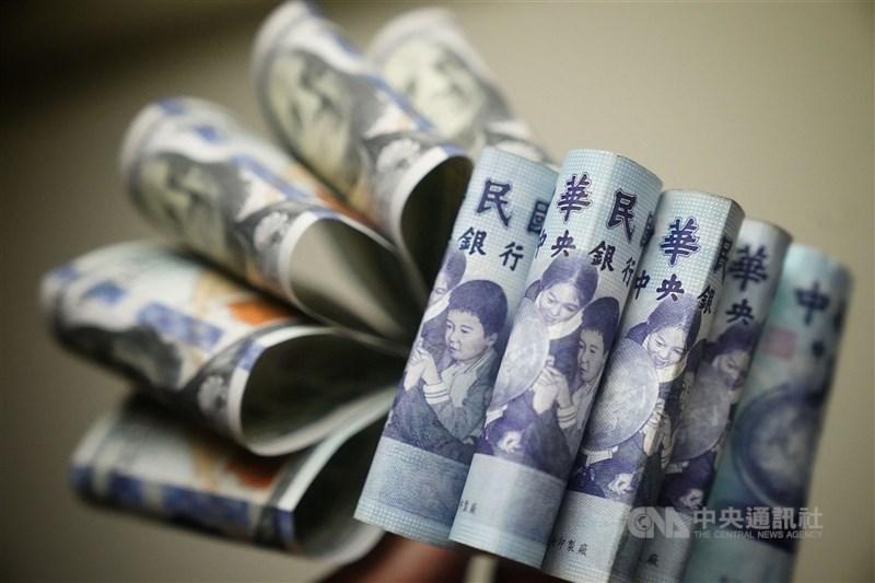 新台幣兌美元23日終止連6貶,收盤收在28.482元,小升1分。(中央社檔案照片)