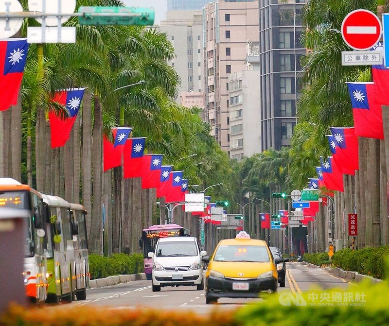 越共總書記、越南國家主席阮富仲在22日提交給國會審查的報告中說,過去5年申請台灣公民身分的越南民眾最多,共有1萬245人。圖為台北街頭。(中央社檔案照片)