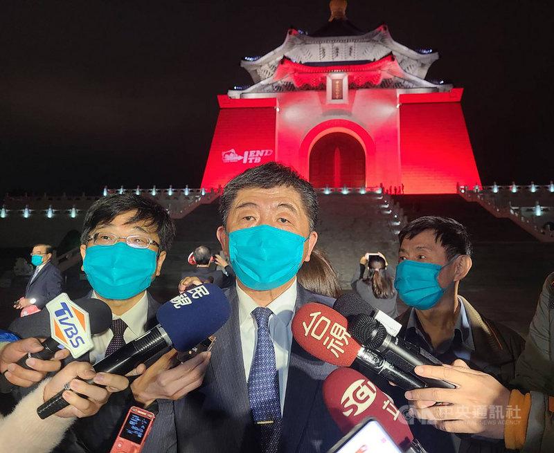 衛福部長陳時中(中)23日受訪表示,AZ疫苗剛開始接種,醫院在安排上可能會花些時間,讓接種速度稍微慢一點,但對於單日接種1578人,他認為「可以再快一點」。中央社記者張茗喧攝  110年3月23日