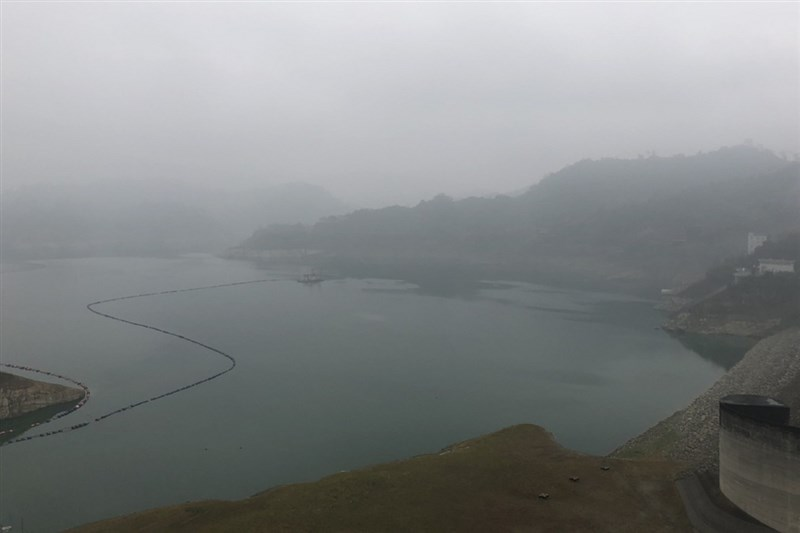曾文水庫集水區24日凌晨出現一波降雨,至上午9時累積雨量6.2毫米,蓄水量增加有限。(南區水資源局提供)中央社記者楊思瑞台南傳真 110年3月24日
