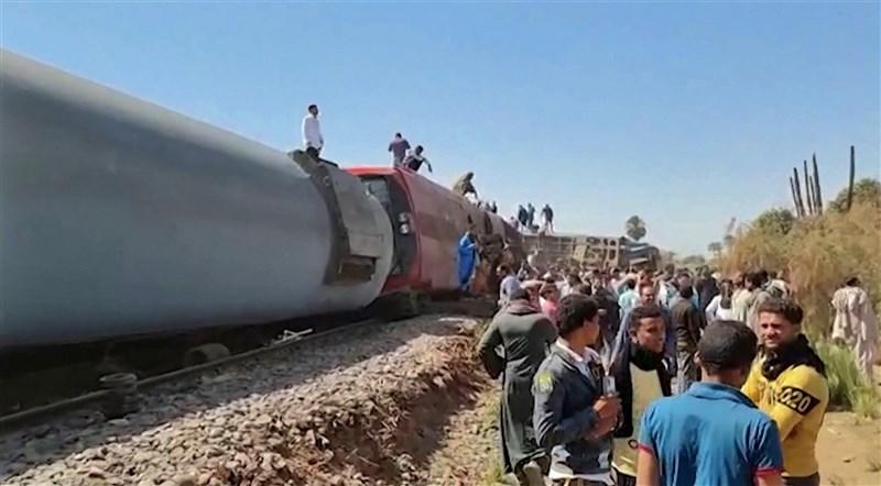埃及索哈省26日發生兩班列車互撞事故,造成至少32人死亡,66人受傷。(法新社)