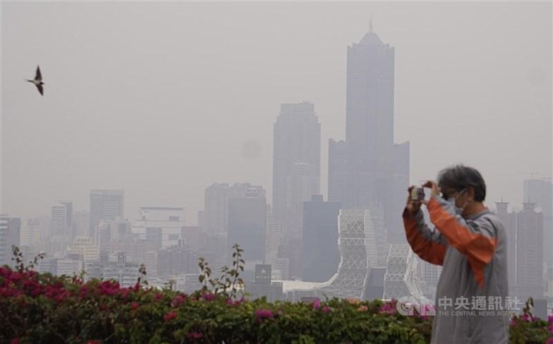 環保署提醒,29日中部以南局部區域短時間空氣品質可能達紅色警示等級。(中央社檔案照片)