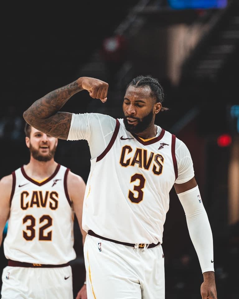 體育電視頻道ESPN 28日報導,3連霸籃板王德拉蒙(前)打算跟洛杉磯湖人簽約。(圖取自facebook.com/OfficialAndreDrummond)