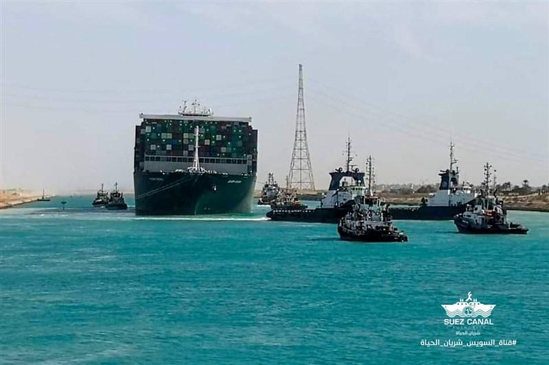 埃及蘇伊士運河管理局3日說,長榮海運長賜輪擱淺造成的近一週運河交通堵塞,目前已紓解完畢。(圖取自facebook.com/SuezCanalAuthorityEG)