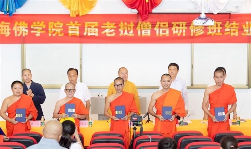 上海復旦大學副教授劉宇光1日表示,中國大陸將佛教轉化成經營對外關係、進行公共外交的工具。圖為2019年4月17日,南海佛學院首屆寮國僧侶研修班結業。(取自南海佛學院官網)