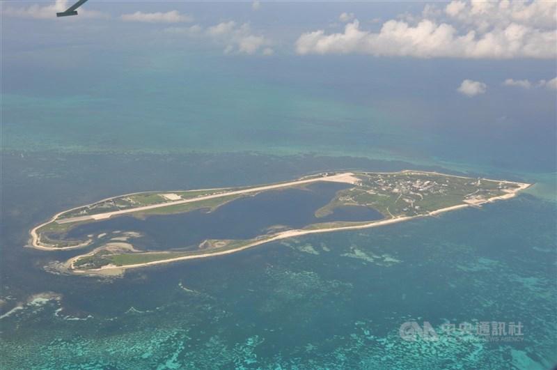 海巡署1日表示,近期中共無人機在東沙島上空繞島飛行,不排除是進行偵蒐。圖為東沙島。(中央社檔案照片)